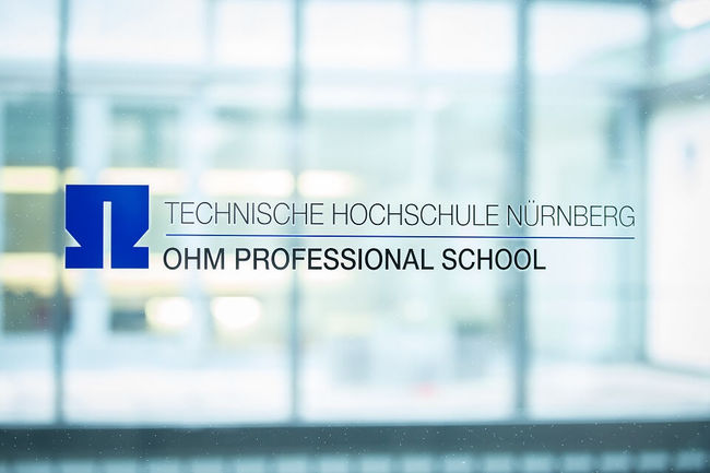 Glasfront der OHM Professional School